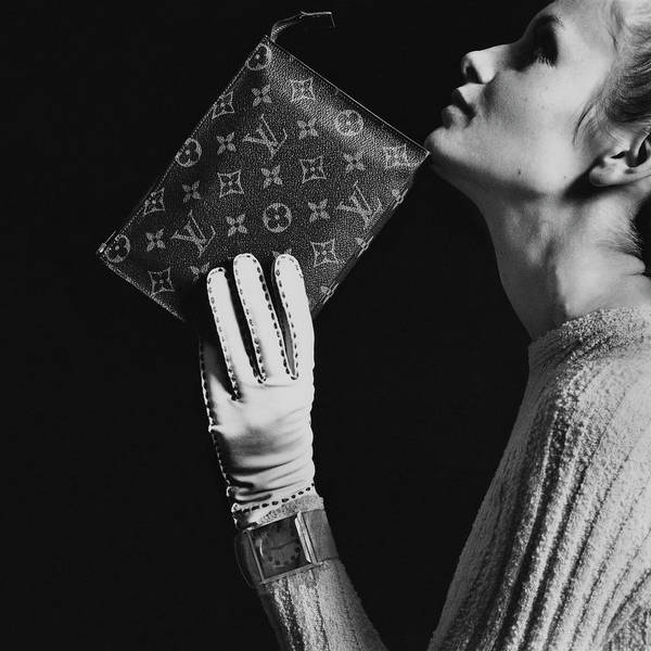 Profile Photograph - Twiggy Holding Louis Vuitton Envelope Bag by Bert Stern