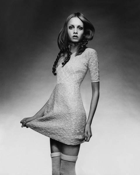 Photograph - Twiggy In Baby Doll Dress by Justin de Villeneuve