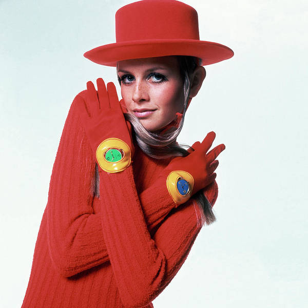 Photograph - Twiggy In Red by Bert Stern