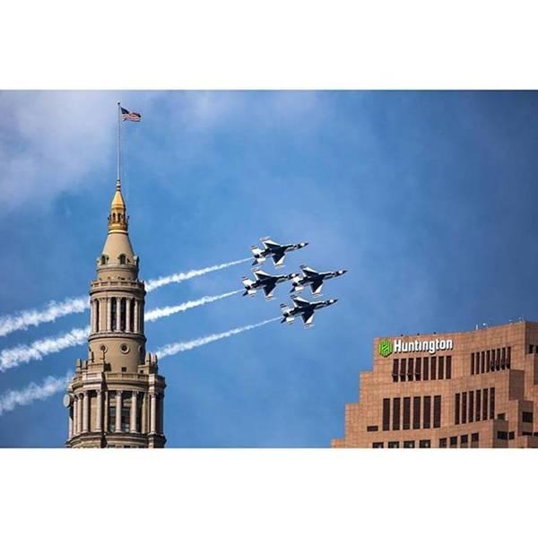 Wall Art - Photograph - U. S. Air Force Thunderbirds Do A by Dale Kincaid