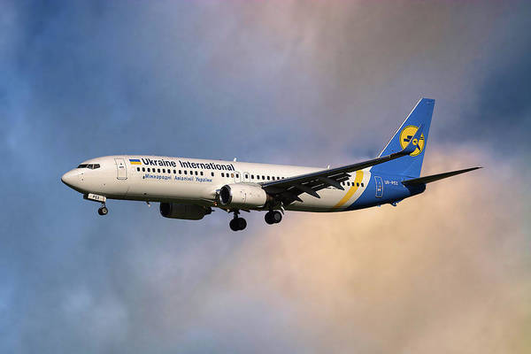 Airline Photograph - Ukraine International Airlines Boeing 737-8eh by Smart Aviation
