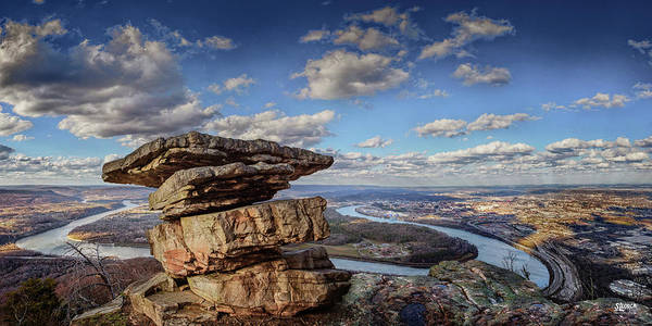 Photograph - Umbrella Rock Overlooking Moccasin Bend by Steven Llorca