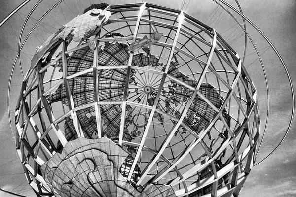 Unisphere In Black And White Art Print