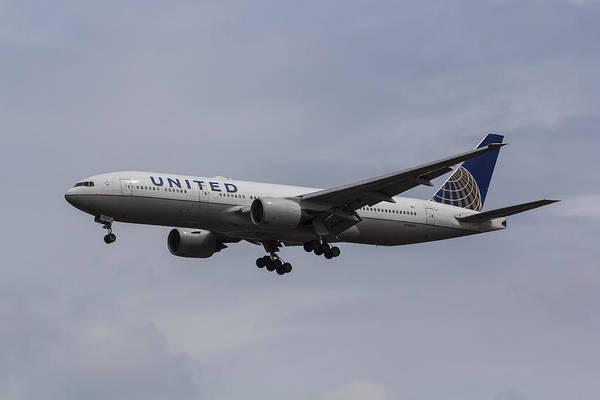 Wall Art - Photograph - United Airlines Boeing 777 by David Pyatt