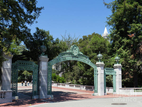 Photograph - University Of California At Berkeley Sproul Plaza Sather Gate And Sather Tower Campanile Dsc6271 by Wingsdomain Art and Photography