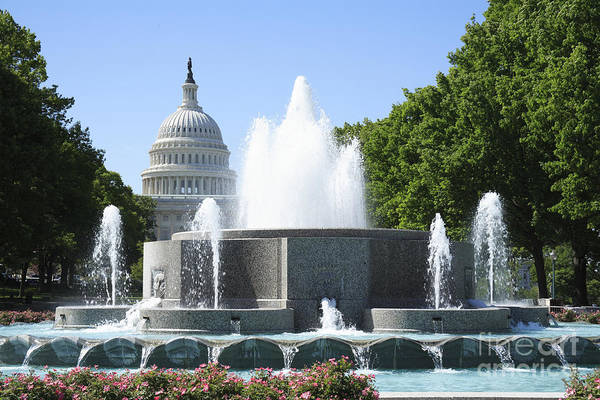 Photograph - Us Capitol And Fountain In Washington Dc by William Kuta