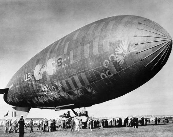 Photograph - U.s. Navy Airship, 1919 by Granger
