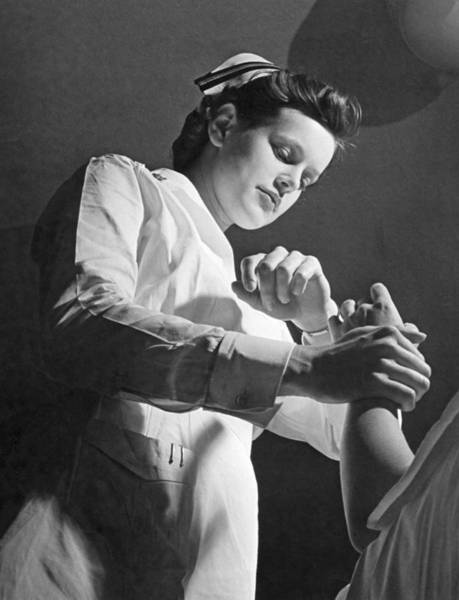 Wall Art - Photograph - Us Navy Nurse Taking A Pulse by Underwood Archives