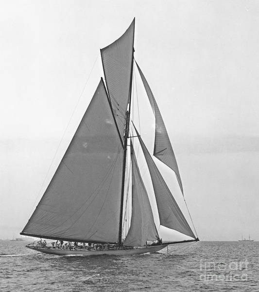 Americas Cup Photograph - Valkyrie IIi At 2nd Mark Of 2nd Americas Cup Race 1895 by Padre Art