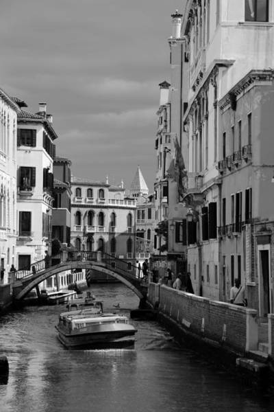 Photograph - Venice Canals 19b by Andrew Fare