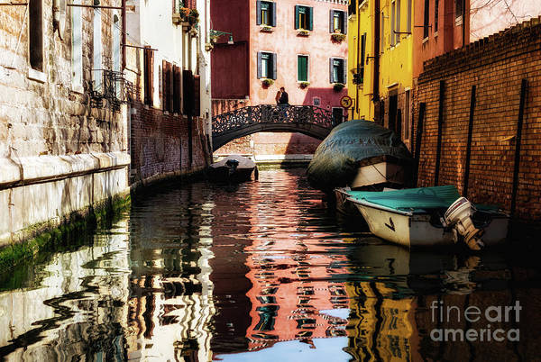 Photograph - Venice Lovers by Miles Whittingham