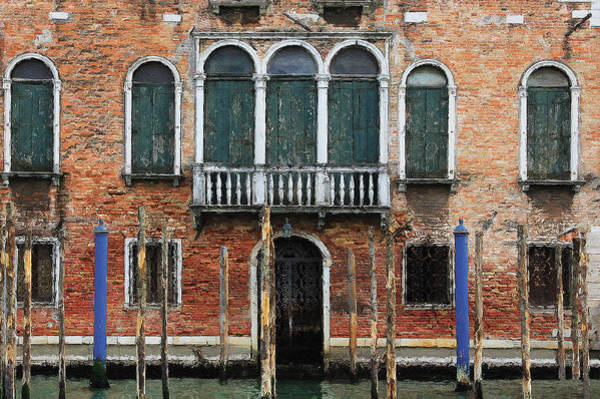 Digital Art - Venice Old Palace by Julian Perry
