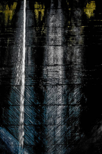 Photograph - Vertical Trace Of Water by Edgar Laureano