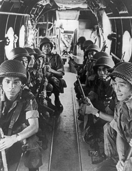 Photograph - Vietnamese Paratroopers by Underwood Archives