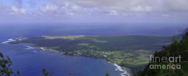 Photograph - View Of Kaulapapa by Terry Holliday
