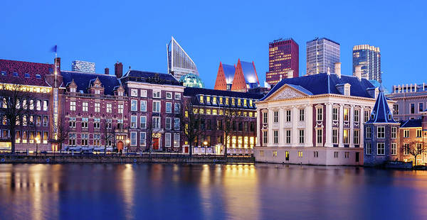 Photograph - View Of Mauritshuis And The Hofvijver - The Hague by Barry O Carroll