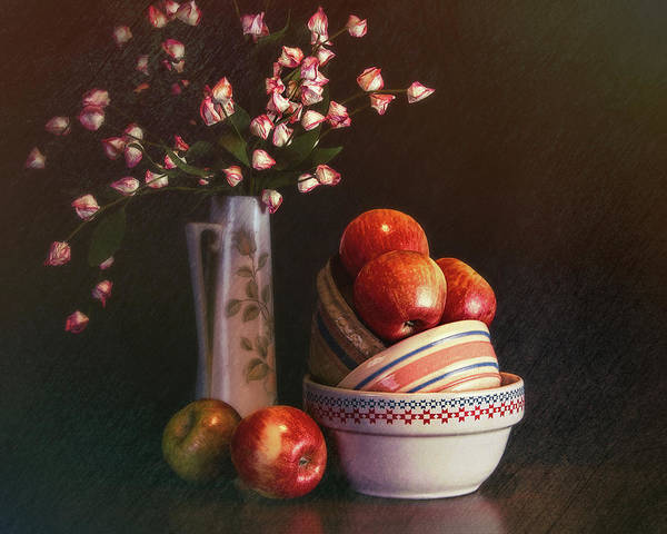 Floral Arrangement Photograph - Vintage Bowls With Apples by Tom Mc Nemar