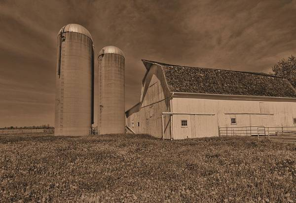 Photograph - Vintage Ohio Barn by Dan Sproul