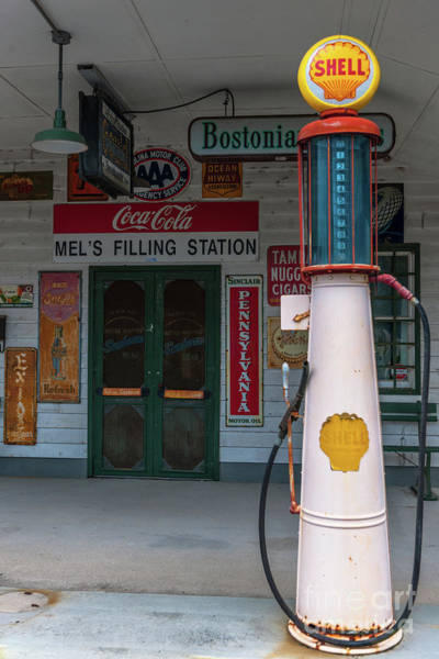 Photograph - Vintage Shell Gas Pump by Dale Powell