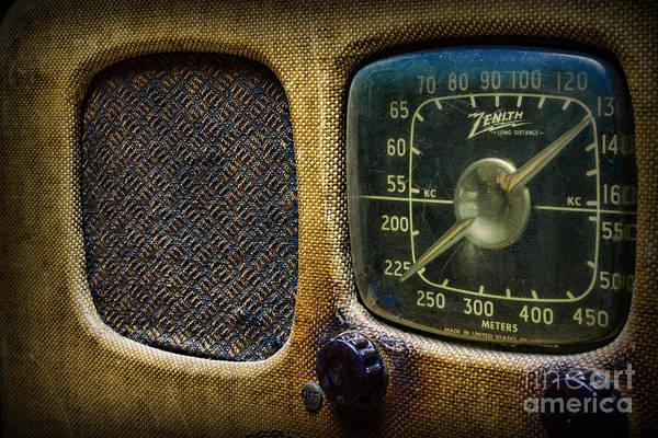 Wall Art - Photograph - Vintage Zenith Radio by Paul Ward