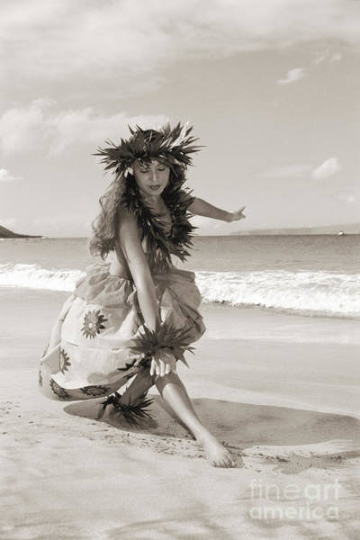 Hawaii Wall Art - Photograph - Wahine Hula by Himani - Printscapes