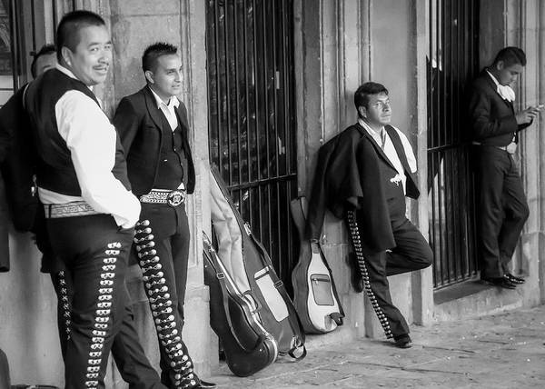 Photograph - Waiting For The Gig by Barry Weiss