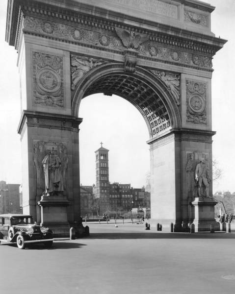 Wall Art - Photograph - Washington Square In New York by Underwood Archives