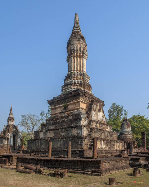 Photograph - Wat Chedi Ched Thaeo Main Chedi Dthst0134 by Gerry Gantt