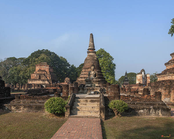 Photograph - Wat Mahathat Wihan And Chedi Dthst0022 by Gerry Gantt