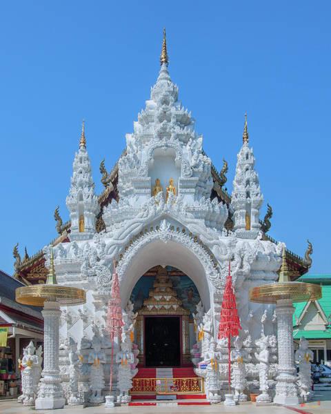 Photograph - Wat Sun Pa Yang Luang Wihan Luang Gate Dthlu0315 by Gerry Gantt