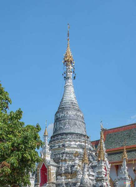 Photograph - Wat Suphan Rangsi Phra That Chedi Pinnacle Dthlu0240 by Gerry Gantt