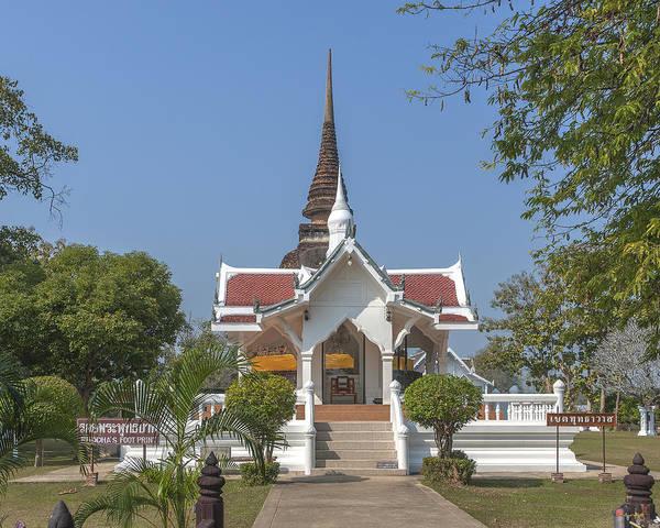 Photograph - Wat Traphang Thong Lang Buddha's Footprint Shrine Dthst0166 by Gerry Gantt