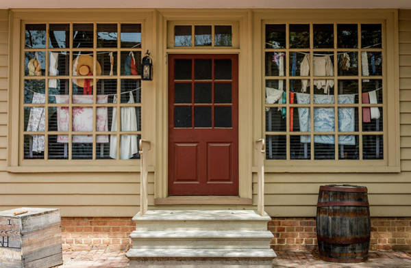 Photograph - Waters Storehouse Colonial Williamsburg by Susie Weaver
