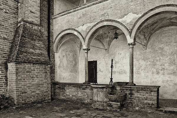 Photograph - Well And Arcade by Roberto Pagani