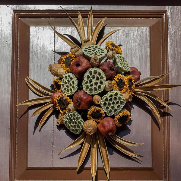 Royal Colony Photograph - Williamsburg Wreath 35 by Teresa Mucha
