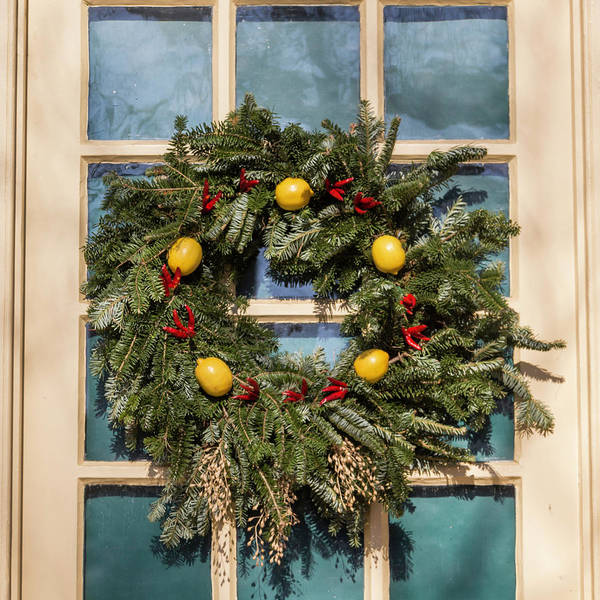 Royal Colony Photograph - Williamsburg Wreath 37 by Teresa Mucha