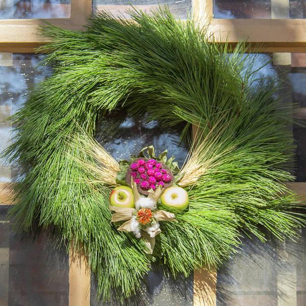 Royal Colony Photograph - Williamsburg Wreath 49 by Teresa Mucha