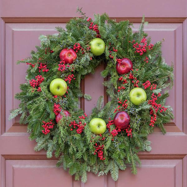 Wall Art - Photograph - Williamsburg Wreath 96 by Teresa Mucha