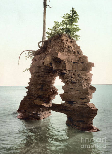Photograph - Wisconsin, Apostle Islands. by Granger