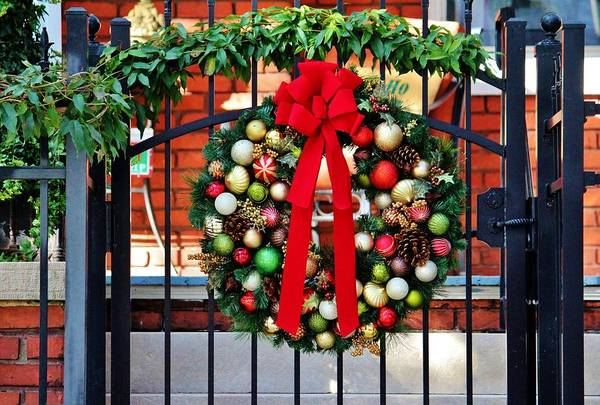 Photograph - Wreath On The Gate by Cynthia Guinn
