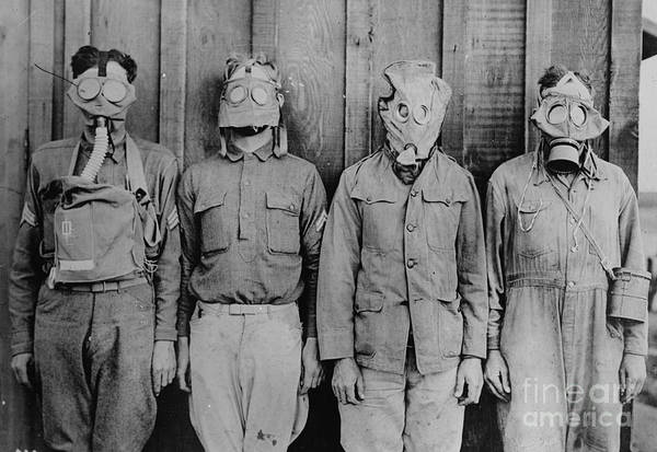 Wall Art - Photograph - Wwi, Gas Masks by Science Source