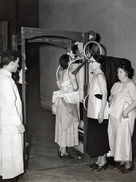 Wall Art - Photograph - X-rays Look For Tuberculosis by Underwood Archives