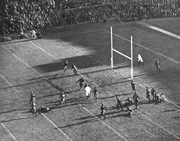 Harvard University Photograph - Yale Attempts Forward Pass by Underwood Archives