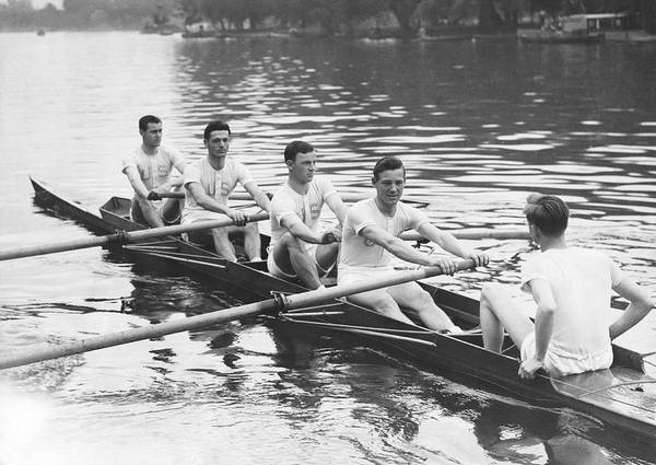 Rowing Photograph - Yanks And Brits Race On Thames by Underwood Archives