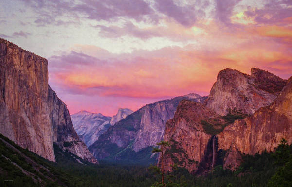 Photograph - Yosemite Sunset From Tunnel View by Ross Henton