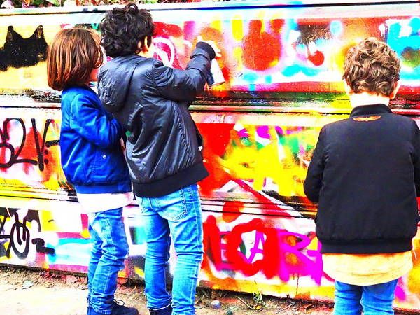 Arte Photograph - Young Aerosol Artists In Paris  by Funkpix Photo Hunter