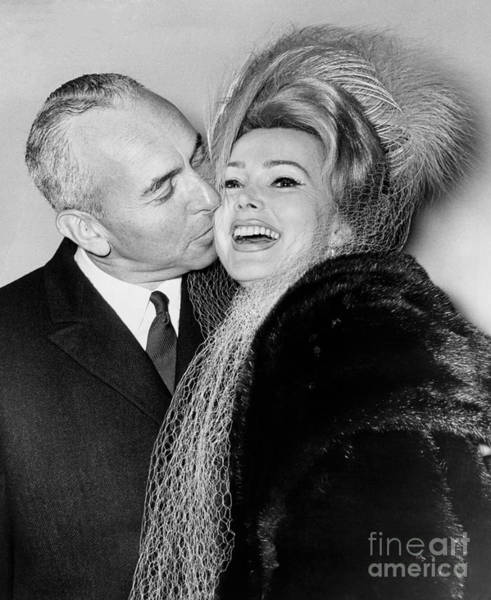 Zsa Zsa Gabor And Herbert Hutner Marry In Judge Streit's Chambers In Nyc. 1962 Art Print by William Jacobellis