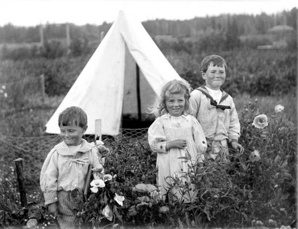 Wall Art - Painting - Alan, Mary, And Robert Brebner, Ca. 1900. Spruce Grove, Alberta by Celestial Images
