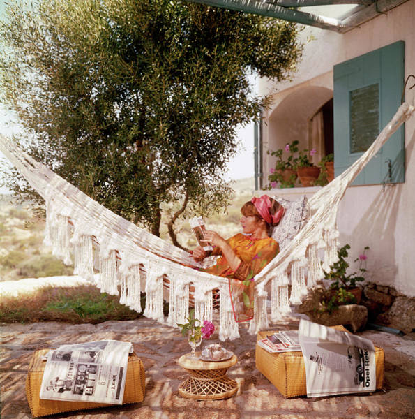 Woman Reading Wall Art - Photograph - Bettina Graziani by Slim Aarons