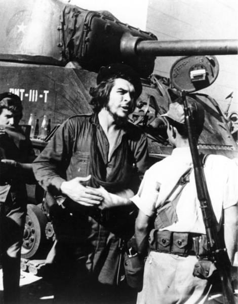Wall Art - Photograph - Che Guevara by Keystone